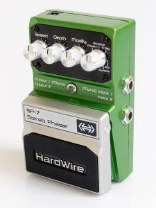 Digitech Hardwire SP-7 Phaser steht schräg